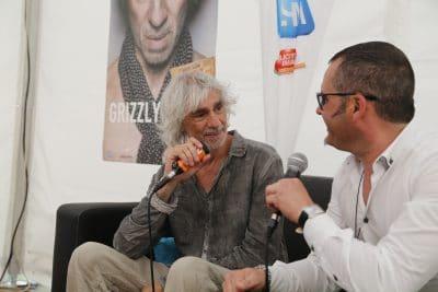 Sébastien Galaup-animateur micro-Louis Bertignac-interview-festival
