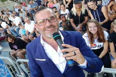 Sébastien Galaup-animateur événementiel-festival-tribune-spectateurs