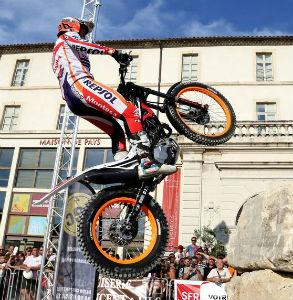 speaker moto-trial urbain-obstacle