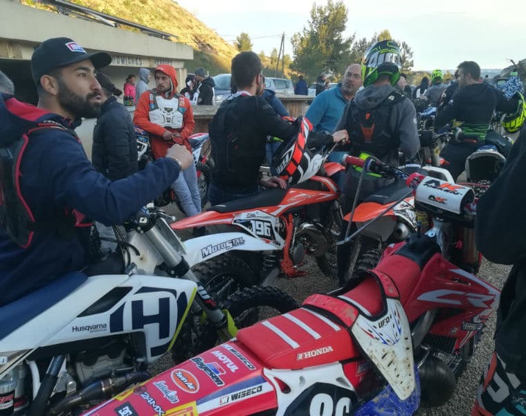 speaker de moto cross-compétiteurs-course-inscriptions