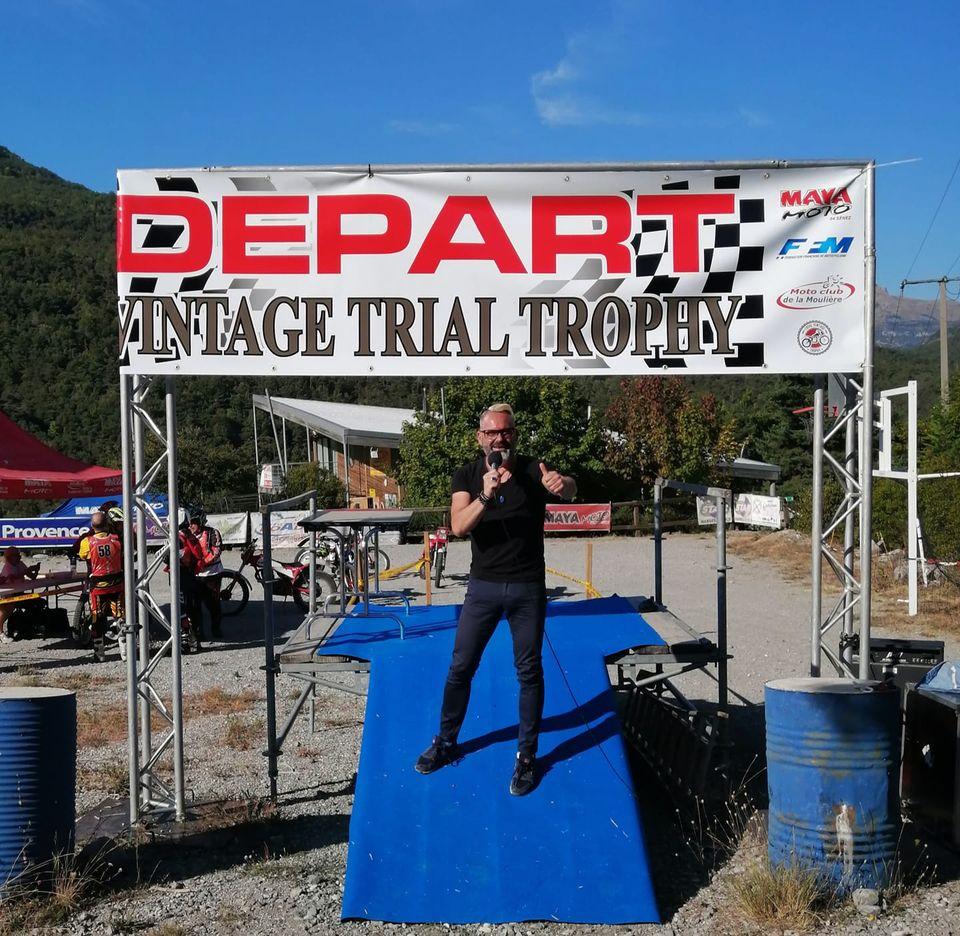 présentateur sportif-motos-trial-compétition